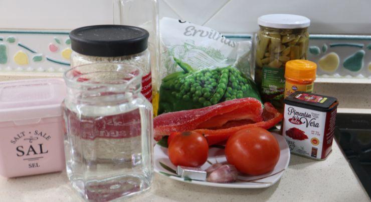 Los ingredientes necesarios para hacer el arroz con verduras en el robot de cocina de Cecotec