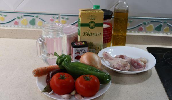 Los ingredientes necesarios para hacer la receta de arroz con verduras y pollo en Mambo