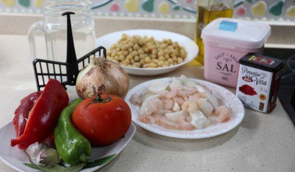 Los ingredientes necesarios para hacer la receta de garbanzos con calamares en Mambo