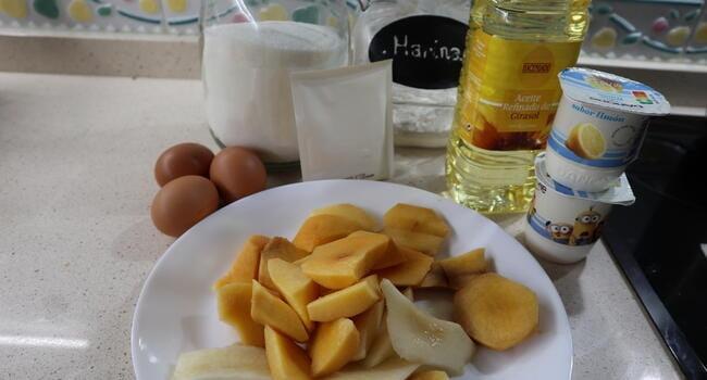 Los ingredientes para hacer bizcocho de frutas con Mambo