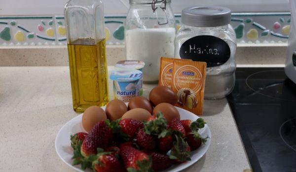 Los ingredientes necesarios para hacer el bizcocho de fresa con Thermomix