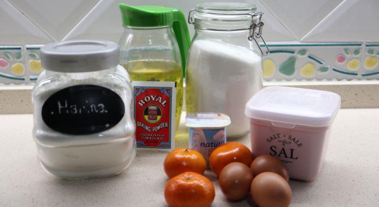 Los ingredientes necesarios para hacer el bizcocho de mandarina en Mambo