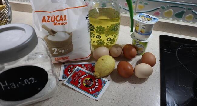 Los ingredientes necesarios para hacer el bizcocho XXL