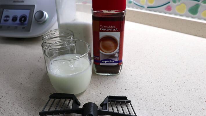 Los ingredientes para hacer café dalgona casero