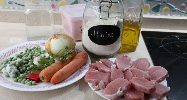 Los ingredientes necesarios para hacer la receta de solomillo en salsa con Mambo
