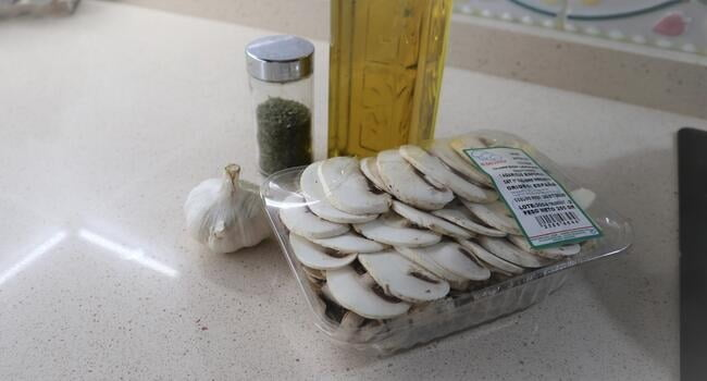 Los ingredientes necesarios para hacer champoiñones al ajillo con Thermomix