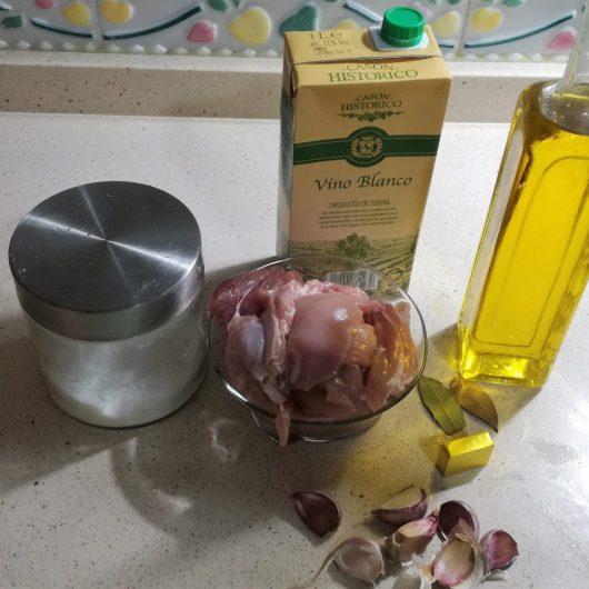 Los ingredientes necesarios para hacer la receta de contramuslos de pollo en Thermomix