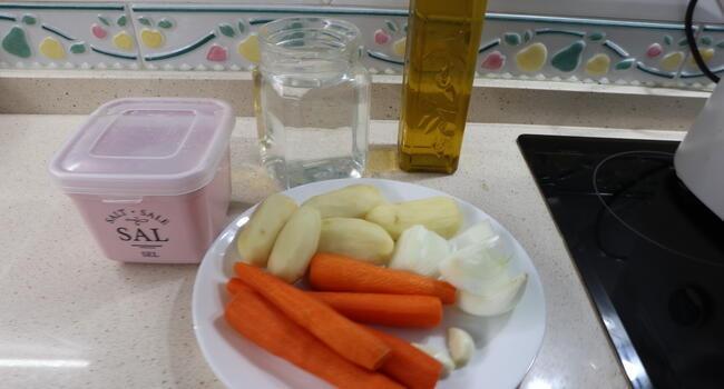 Los ingredientes necesarios para hacer la crema de zanahorias en la Thermomix