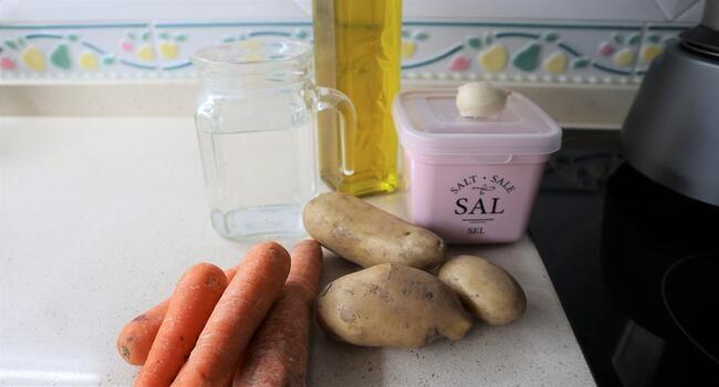 Los ingredientes necesarios para hacer la crema de zanahorias casera con Mycook