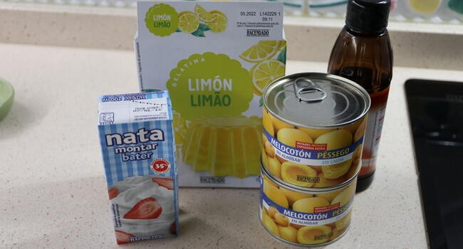 Los ingredientes necesarios para hacer delicias de melocotón