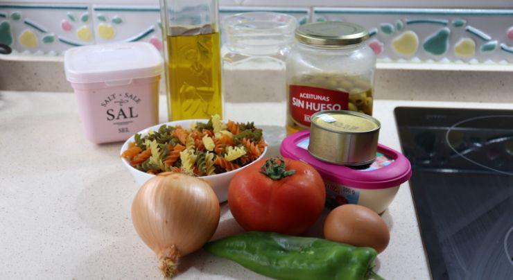 Los ingredientes necesarios para hacer ensalada de pasta