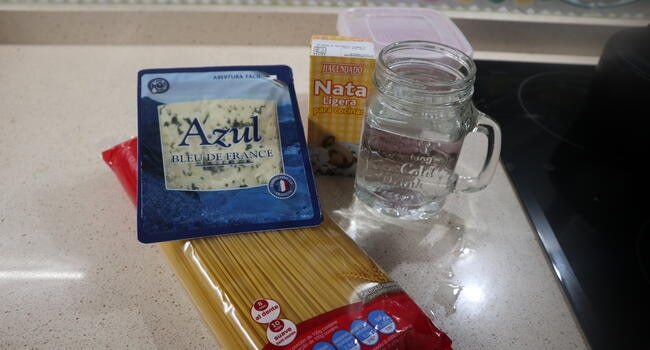 Los ingredientes necesarios para hacer los espaguetis con queso azul en Mambo