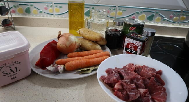 Los ingredientes necesarios para hacer estofado de verduras y patatas en la Olla GM