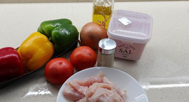 Los ingredientes necesarios para hacer fajitas de pollo Mambo Cecotec
