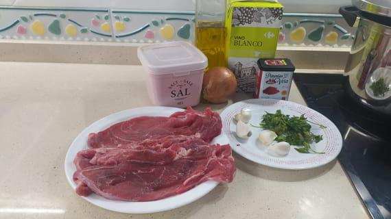 Los ingredientes necesarios para hacer la receta de filetes de ternera en salsa