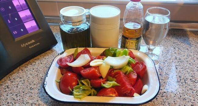 Los ingredientes necesarios para hacer gazpacho tradicional con Mycook