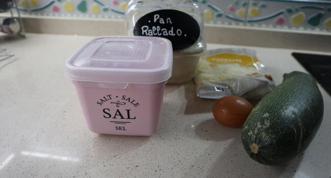 Los ingredientes necesarios para hacer hamburguesas de calabacín