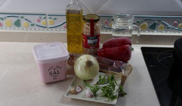 Los ingredientes necesarios para hacer judías blancas con chorizo en Mambo