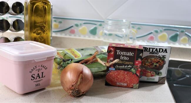 Los ingredientes necesarios para hacer judías verdes con pisto Olla gm