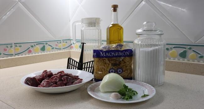 Los ingredientes necesarios para hacer macarrones a la boloñesa con Mambo