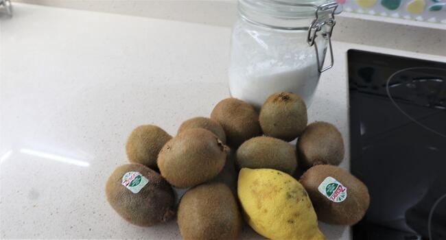 Los ingredientes necesarios para hacer mermelada casera de kiwi en Thermomix