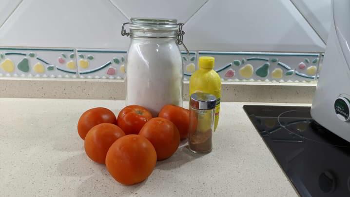 Los ingrediente necesarios para hacer la mermelada de tomate en Thermomix
