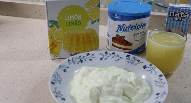 Los ingredientes necesarios para hacer mousse de limón con Mambo