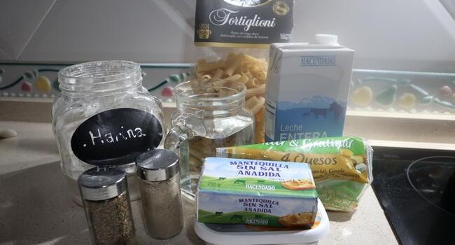 Los ingredientes necesarios para hacer la pasta con queso en la Olla GM