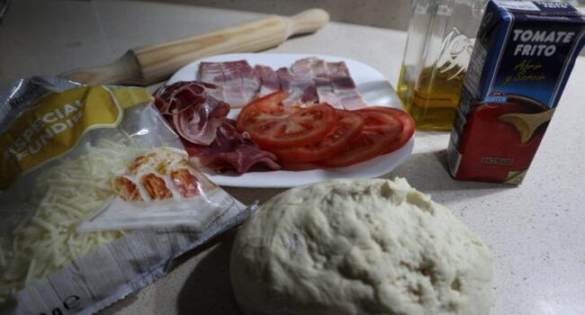 Los ingredientes necesarios para hacer la pizza con Thermomix
