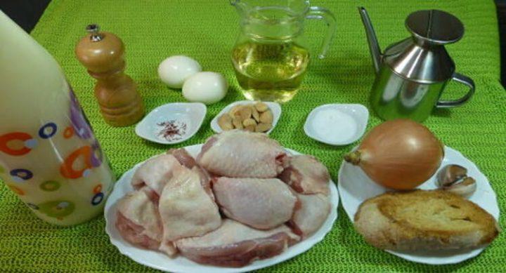 Los ingredientes para hacer pollo a la pepitoria casero