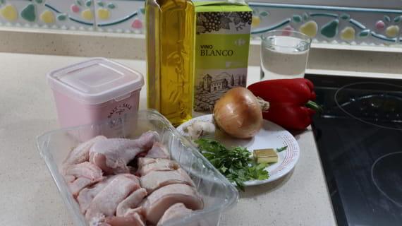 Los ingredientes necesarios para hacer pollo en salsa receta tradicional