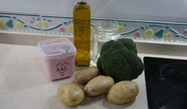 Los ingredientes necesarios para hacer la crema de verduras en Thermomix