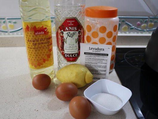 Los ingredientes necesarios para hacer roscas de anís con Mycook