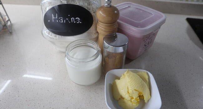 Los ingredientes para hacer la salsa bechamel