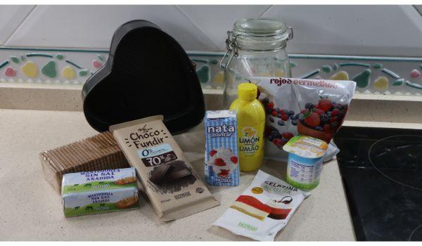 Los ingredientes necesarios para hacer la tarta de frutos rojos y fresas en Thermomix