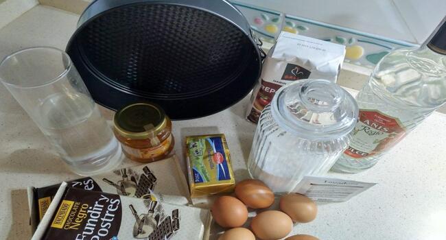 Los ingredientes necesarios para hacer la tarta sacher en Thermomix