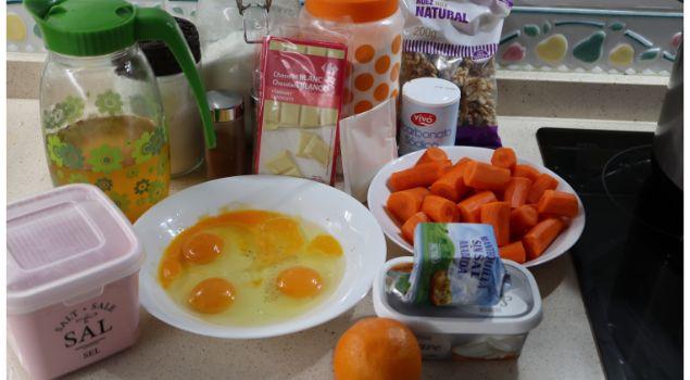 Los ingredientes necesarios para hacer el bizcocho para la tarta de zanahorias en Mambo
