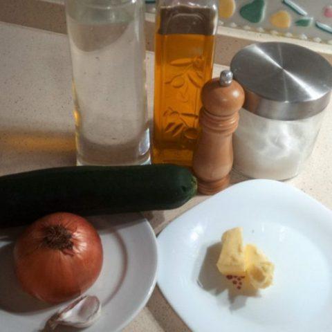 Los ingredientes necesarios para hacer la crema de calabacín en THermomix
