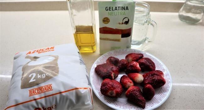 Los ingredientes necesarios para hacer gelatina con Thermomix