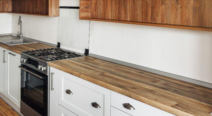 Cocina con encimera de madera