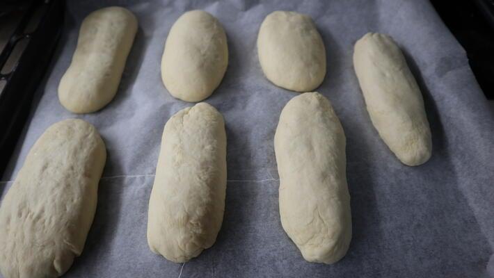 Hacer la forma de pan para los hot dog