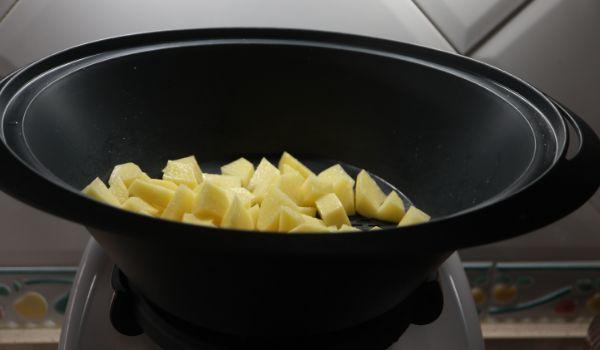 Cocinamos las patatas en el varoma