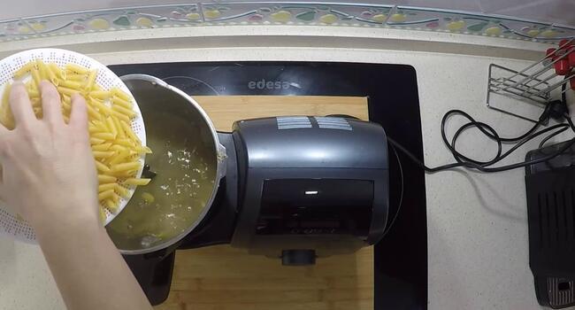 Cocer los macarrones en Mambo