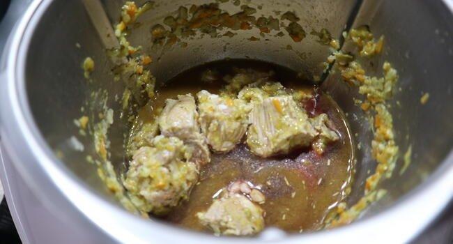 Cocinamos las costillas junto a la salsa