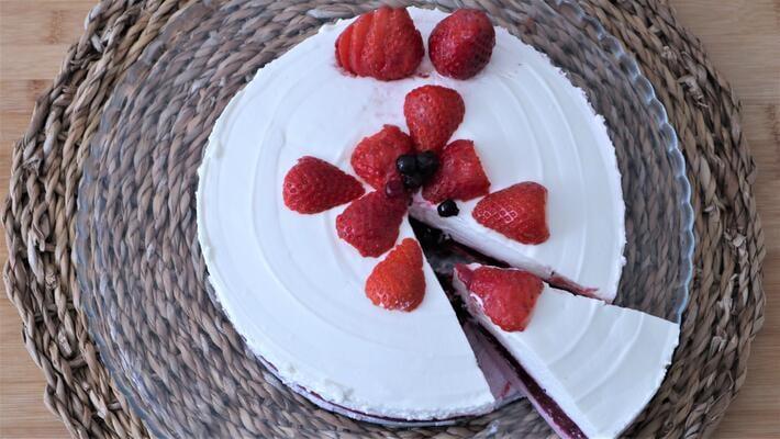 Receta de tarta de fresa y queso cremoso