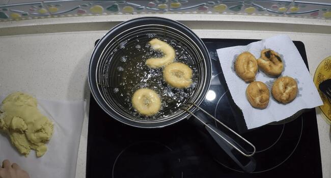 Ponemos las rosquillas en la sartén con aceite