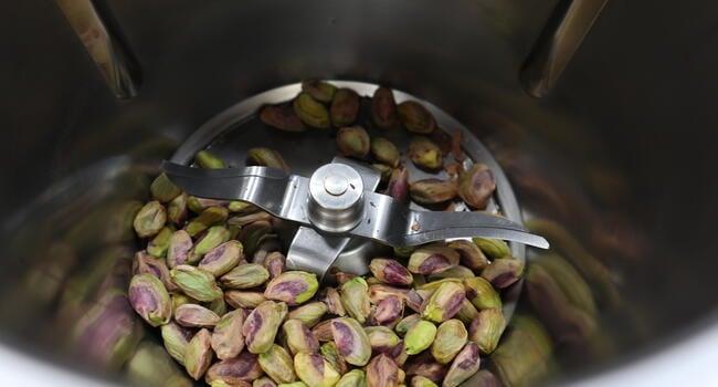 Trituramso los pistachos