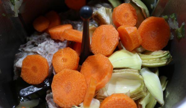 Ponemos las verduras y la rehogamos todas en la jarra